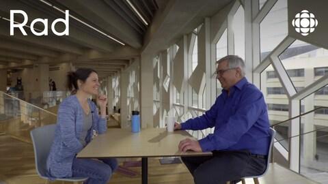 Rencontre entre Sarah Flynn, une militante environnementaliste, et Dan Rausch, un retraité du secteur pétrolier.